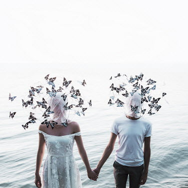Jovana Rikalo WOMAN AND MAN HOLDING HANDS IN WATER Couples