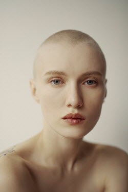 Marta Bevacqua CLOSE UP OF WOMAN WITH SHAVEN HEAD Women