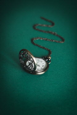 Dorota Gorecka SILVER POCKET WATCH WITH CHAIN Miscellaneous Objects