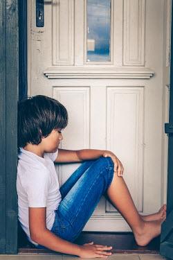 Des Panteva BOY OUTSIDE FRONT DOOR Children
