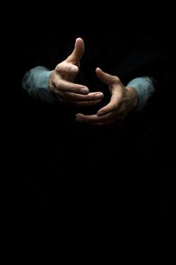 Robin Macmillan CLOSE UP OF HANDS Women