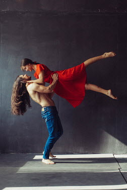Marta Syrko INTIMATE MODERN COUPLE DANCING Couples