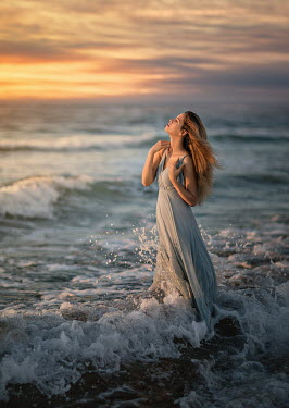 Lilia Alvarado SEA SPLASHING WOMAN AT SUNSET Women