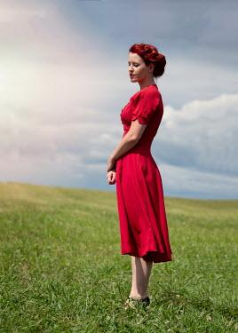 Elisabeth Ansley 1940S WOMAN STANDING IN FIELD Women