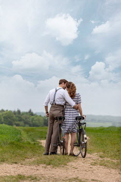 CollaborationJS RETRO COUPLE WITH BIKES IN COUNTRYSIDE Couples