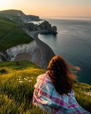 Paul Sheen WOMAN ON CLIFF WATCHING SEA Women