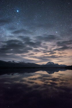 Ollie Taylor LAKE AND MOUNTAINS WITH STARRY SKY Lakes/Rivers
