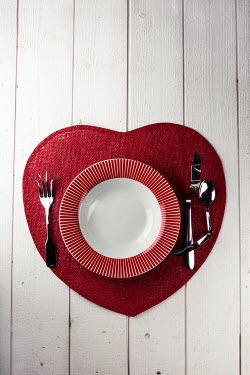 Kelly Sillaste HEART SHAPED MAT WITH TWISTED CUTLERY Miscellaneous Objects