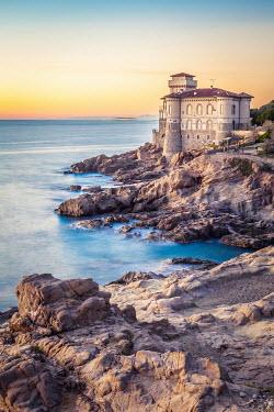 Des Panteva GRAND HOUSE ON ROCKS BY SEA Houses
