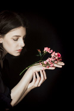 Alberto Bogo WOMAN HOLDING PINK FLOWERS Women