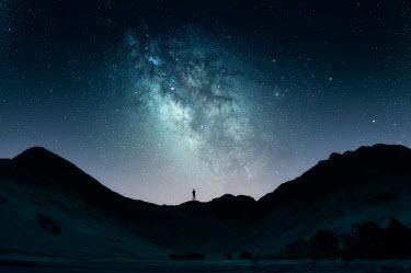 Nicola Smith SILHOUETTE OF MAN LOOKING AT NIGHT SKY Men