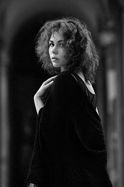 Elena Alferova SERIOUS WOMAN TURNING AND WATCHING Women