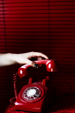 Nilufer Barin FEMALE HAND LIFTING RED RETRO PHONE Women