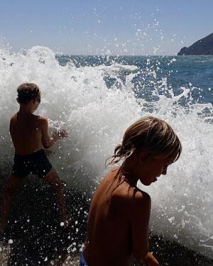 Stanislav Solntsev CHILDREN SPLASHING IN SEA IN SUMMER Children