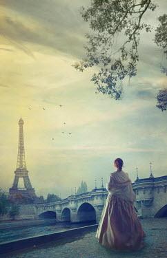 Drunaa historical woman in Paris Women