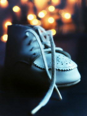 Elisabeth Ansley BABY SHOE WITH FAIRY LIGHTS Miscellaneous Objects