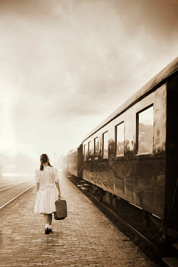 Yolande de Kort LITTLE VINTAGE GIRL WITH SUITCASE BESIDE TRAIN Children