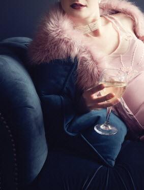 Elisabeth Ansley GLAMOROUS RETRO WOMAN HOLDING WINE GLASS Women