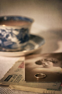 Peter Chadwick RING PHOTOGRAPH LETTERS AND TEACUP Women