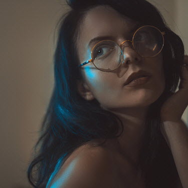 Hellen SEXY WOMAN WEARING ROUND GLASSES Women