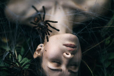 Hellen WOMAN COVERED BY SPIDER'S WEB Women
