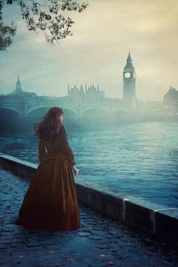 Drunaa historical woman near bridge in London Women
