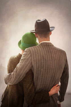 Lee Avison anonymous 1940s couple embracing