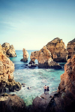 Evelina Kremsdorf COUPLE BY SEA WITH ROCKY CLIFFS Couples