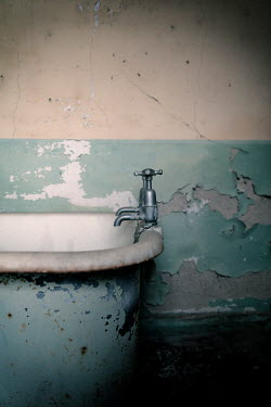 David Baker OLD BATH WITH PEELING PAINT Interiors/Rooms