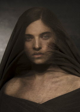Virginia Ateh BRUNETTE WOMAN COVERED WITH BROWN VEIL Women