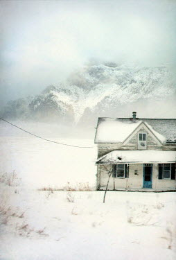 Jill Battaglia OLD WEATHERBOARD HOUSE IN SNOW Houses