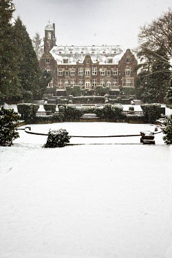 Yolande de Kort country mansion house in the snow