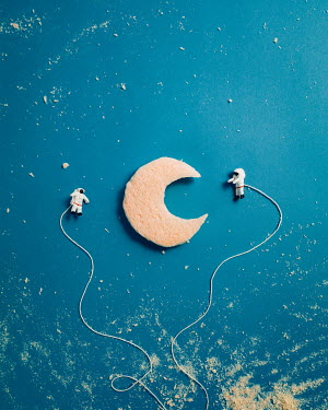 Hardi Saputra MODEL SPACEMEN FLOATING AROUND MOON Miscellaneous Objects