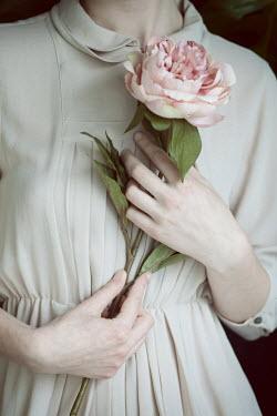 Monia Merlo RETRO WOMAN WOMAN HOLDING PINK FLOWER Women