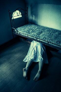 Magdalena Russocka woman's dead body lying under bed Women