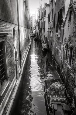 Elisabeth Ansley NARROW VENETIAN CANAL WITH GONDOLAS Miscellaneous Cities/Towns