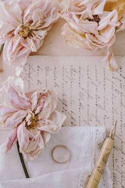 Magdalena Wasiczek WITHERED ROSES WITH LETTER PEN AND RING Flowers