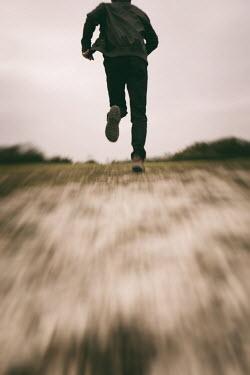 Tim Robinson MAN RUNNING IN FIELD FROM BEHIND Men