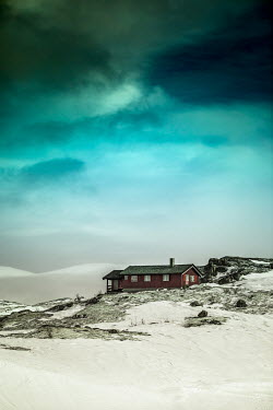 Des Panteva REMOTE HOUSE IN SNOWY MOUNTAINS Houses