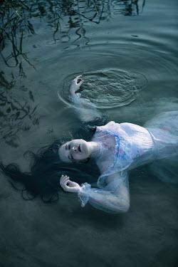 Magdalena Russocka dead woman in white dress in water Women