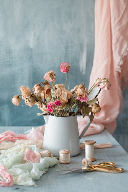 Magdalena Wasiczek FLOWERS WITH FABRIC SCISSORS AND COTTON REELS Flowers