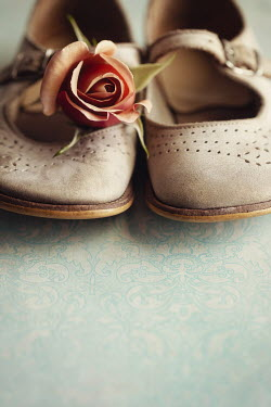 Amy Weiss CHILD' SHOES WITH PINK ROSE Miscellaneous Objects