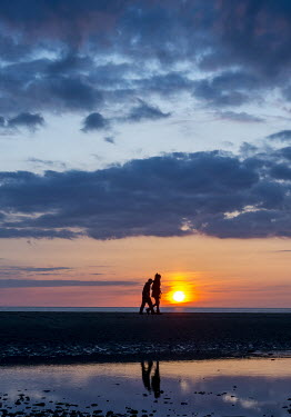 Tim Gartside TWO PEOPLE BY THE SEA AT SUNSET Couples