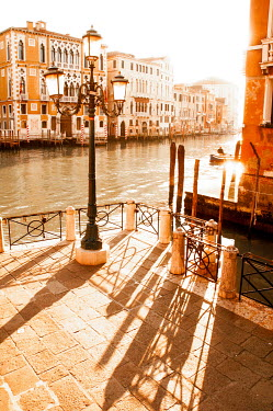 Michael Trevillion SUNLIT VENETIAN BUILDINGS AND CANAL Miscellaneous Cities/Towns