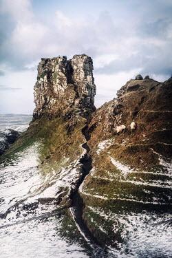 Evelina Kremsdorf ROCKY HILL WITH SNOW Rocks/Mountains