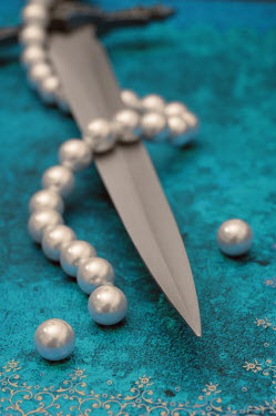 Jitka Saniova KNIFE WITH BROKEN PEARL NECKLACE Weapons