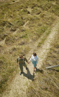 CollaborationJS Retro man and woman walking in field Couples