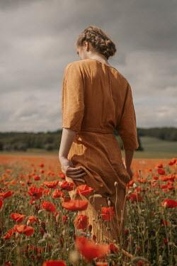 Shelley Richmond RETRO WOMAN WALKING IN POPPY FIELD Women