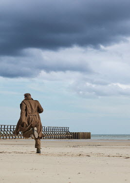 CollaborationJS WW2 SOLDIER RUNNING ON BEACH Men