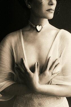 Ebru Sidar WOMAN IN WHITE DRESS WITH HEART-SHAPED CHOKER Women